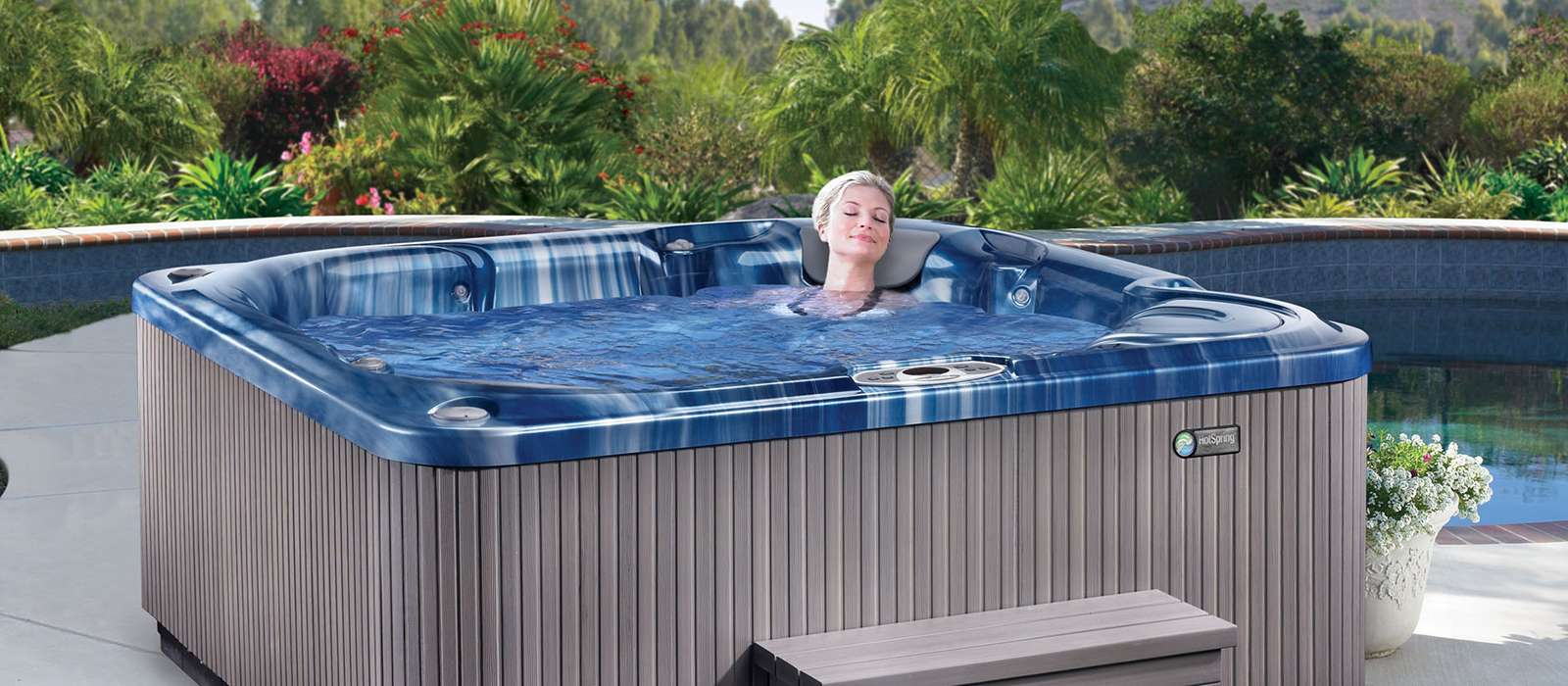 Style meets features in the Bolt hot tub, with a sleek cabinet profile, chrome-lined jets and a spa shell available in Tuscan Sun, Champagne Opal, Pearl, Sterling Marble and Ocean Wave.